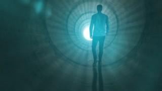 病院で亡くなった人の体から魂のようなものが出てくる動画