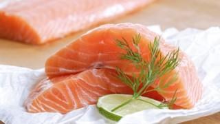 【悲報】生の鮭を食べた日本人女性の末路 →画像 ※閲覧注意※