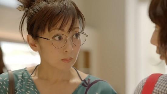 眼鏡をかけた斉藤由貴