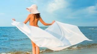 ビーチに全裸の男女500人<動画像>英ビーチで日の出イベント