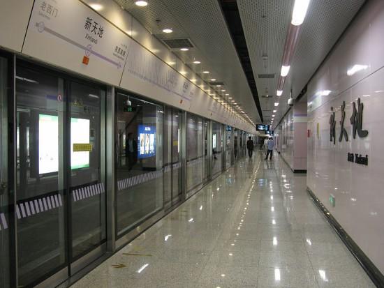 wpid-800px-Xintiandi_Station_Line_10_Platform.jpg