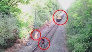 危機一髪 線路に入った酔っ払いをコンマ数秒の差で救う映画のようなヒーロー<動画>決死の救助を行う鉄道作業員が話題