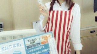 【流出】レジで客のいない隙に女性店員とハメる店主 監視カメラ映像が大拡散中!