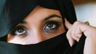 頭隠してパイ隠さずイスラム教の女の子たちの自撮りヌード画像が素晴らしい