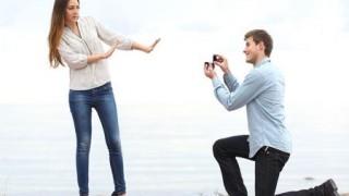 プロポーズしてフラれた男が女性をメッタ刺し殺害ショッキング映像