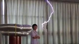 これがカッコいいオタク テスラコイルでアニソン演奏<動画>高校生が作った放電装置がマジで凄いwwwww