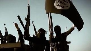【戦争の神】シリアでISIS兵士を倒しまくってる老兵がヤバい