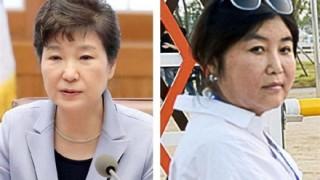 可愛すぎる朴槿恵大統領の若い頃と犬の糞をぶちまける怒り狂った韓国市民 →画像と動画