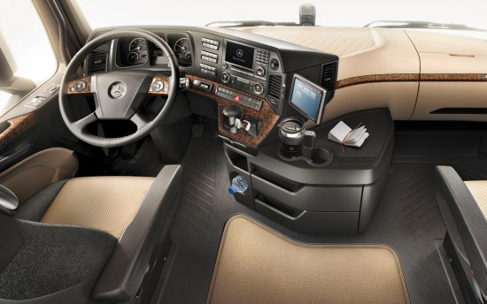 2012-mercedes-benz-actros-dashboard-view
