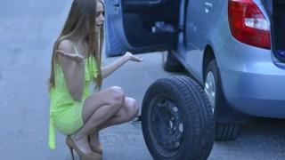 車のパンクを通りすがりのヤンキーに直してもらった結果 →
