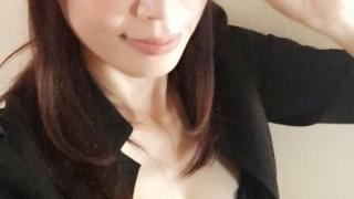 現役行政書士のお姉さんがM字開脚アピール wwwwwwwwww