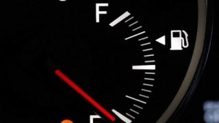 【ドキドキするよな】渋滞中にガス欠寸前 警告灯表示されてから車はどこまで走れるのか?