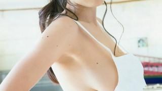 垂れ乳を『美乳』に魅せる物凄いシールが発明される → GIF画像