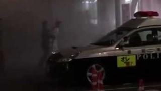 【頑張れ木下 】バイクで警察署に乗り込み消化器ぶちまける17歳DQN現行犯逮捕の様子 → 動画