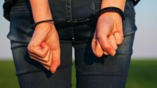 わいせつ行為で逮捕された25歳女が可愛すぎると話題に → 画像