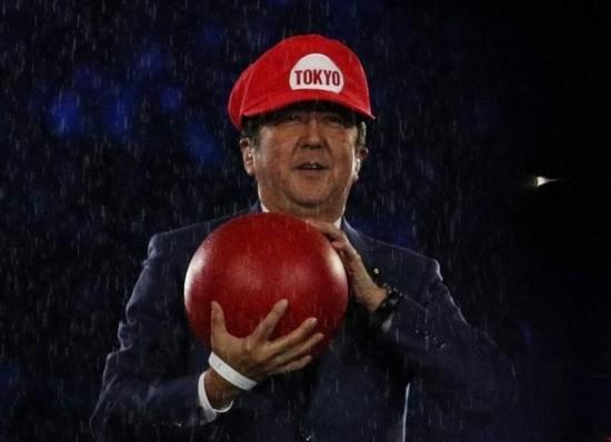 安倍首相が「マリオ」姿でリオ閉会式登場、東京大会アピール