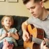圧倒的表現力と歌唱力が話題の4歳の女の子の動画 パパも凄い件