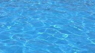 【画像】空中遊泳できるプールが付いてるマンションすげぇええええ!