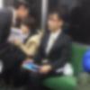 【まるで子供】電車内の迷惑行為を注意されて逆切れ説教するサラリーマンが話題 ⇒ 動画