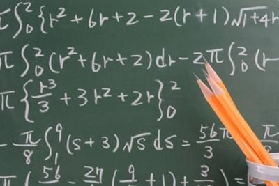 【悲報】数学嫌いが増えそうな時計が見つかる ⇒画像