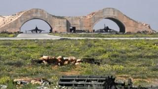 ミサイル攻撃を受けたシリア基地の写真に確かに例のモノが → 画像