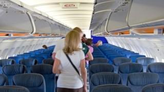 飛行機で『真ん中の席』に座りたくなる画期的なシートが話題 →画像