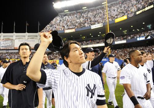 New York Yankees Matsui and Wang thank fans after final regular season MLB game at Yankee Stadium in New York