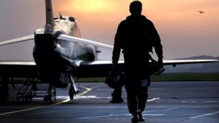 やる気満々の米空軍参謀総長「見よ!戦闘態勢だ!」戦闘機を並べツイート 北朝鮮を牽制