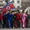 【画像】北朝鮮の裕福な家庭の子供たちと貧しい子供たち