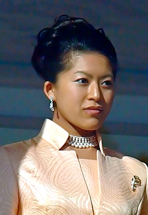 Princess_Tsuguko_cropped_3_The_New_Year_Greeting_2011_at_the_Tokyo_Imperial_Palace