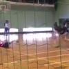 バレーボール部員に繰り返しボールをぶつける男性教諭 →動画とGIf
