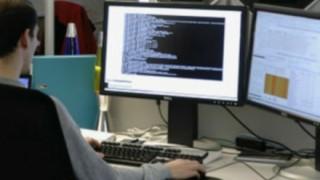 退職プログラマがソースコードに遺した隠されたメッセージが怖いと話題に