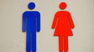 ん???韓国のトイレで盗撮カメラ探す画像の『違和感』が話題