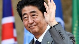 【画像】安倍首相の奇抜な私服ファッションが話題
