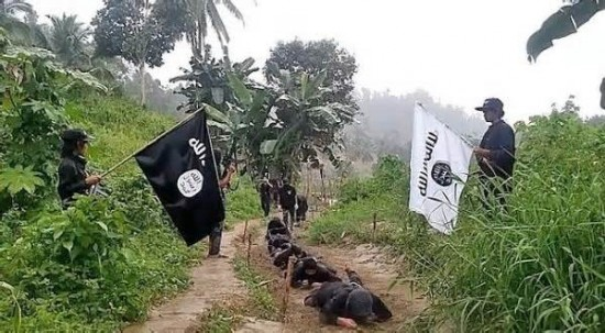 muslims-lend-hijabs-to-christians-to-protect-them-from-isis-in-philippines_1497462102