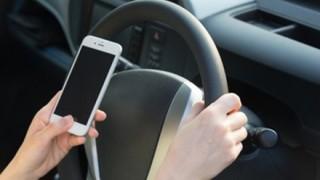 運転しながらスマホ「ながら運転」してた女性の末路 →GIFと動画
