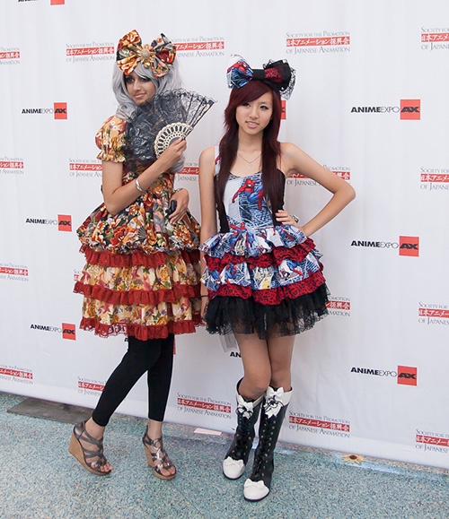 anime-expo-2012-costumed-girls