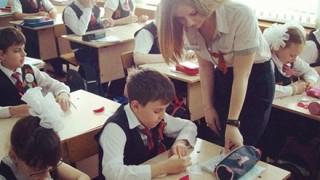 【登校不可避】ロシアの女教師エロすぎたまらんwwwwwww