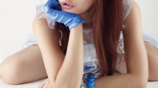 Fカップ乳があわやポロリのハプニング ビキニで歌う藤田恵名ちゃん →画像と動画