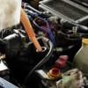 【画像】エンジンオイルとウォッシャー液を間違えた結果wwwwwww