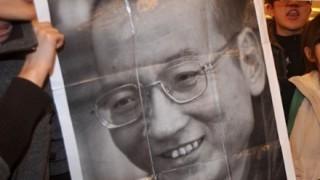 中国検閲当局 劉暁波氏追悼をネット上から『徹底削除』ろうそくを意味する単語や「絵文字」も抹消