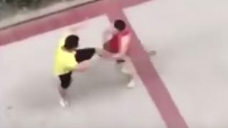 【危険】ストリートファイトで顔面に蹴りを受け痙攣ピクピク →GIFと動画