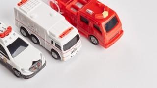 【期待を裏切らない】緊急車両を利用して渋滞を脱出するプリウスDQN ワロタwwwww