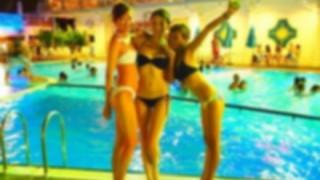 法的問題は?「泳いだら怒られる」ナイトプールでガチ泳ぎ動画