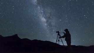 【画像】地球から目で見る事ができるアンドロメダ銀河