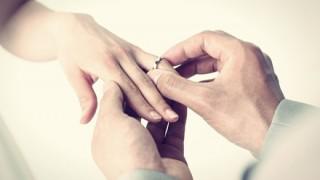 【感動】13年前に紛失した結婚指輪 ニンジンにはまった姿で見つかる →画像