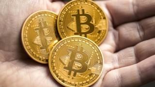 ビットコインについて自称『情報通』が何でも質問に答えるぞ