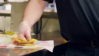 【絶賛】『子供のイジメ』と『ハンバーガー虐め』客がどちらに反応するか検証 バーガーキングの動画が話題