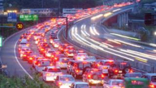 【ドライバー必見】高速道路で渋滞が発生する貴重な瞬間が捉えられる →GIFと動画
