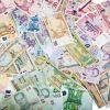 世界中の『お金』の総額 世の中に出回る現金に預金等を足した通貨供給量